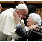 Papa Francisco quer que jovens e idosos caminhem lado a lado