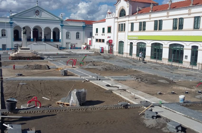Está aberta a oferta pública para a cessão de exploração do Quiosque e do Carrocel da Praça da Liberdade