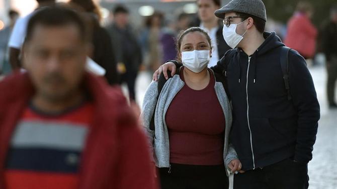 Foi promulgada a lei que obriga ao uso de máscara na rua