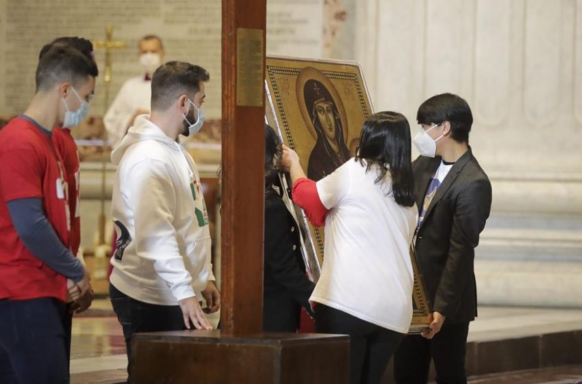 """Papa Francisco pede aos jovens que não se deixem """"domesticar pela homologação"""""""
